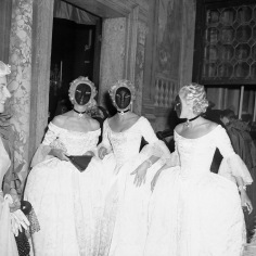 Last Queen of Paris, Jacqueline, comtesse de Ribes, multiplied herself by commissioning matching costumes for two fellow attendees. Photograph by Willy Rizzo.